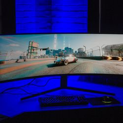 <em>The blue light showing in the back wasn't emitted from the monitor's rear. Samsung installed it at the press briefing location.</em>