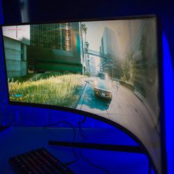 <em>Viewing angles seem so-so, but curved monitors aren't really intended for multiple viewers.</em>
