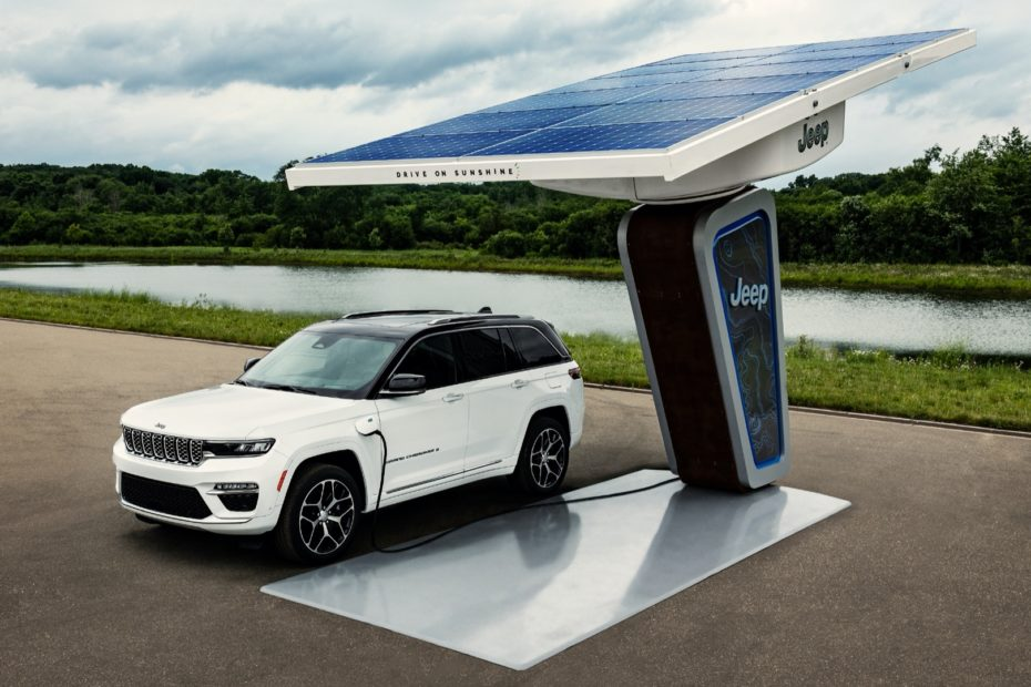 First look at 2022 Jeep Grand Cherokee two-row, 4xe plug-in hybrid